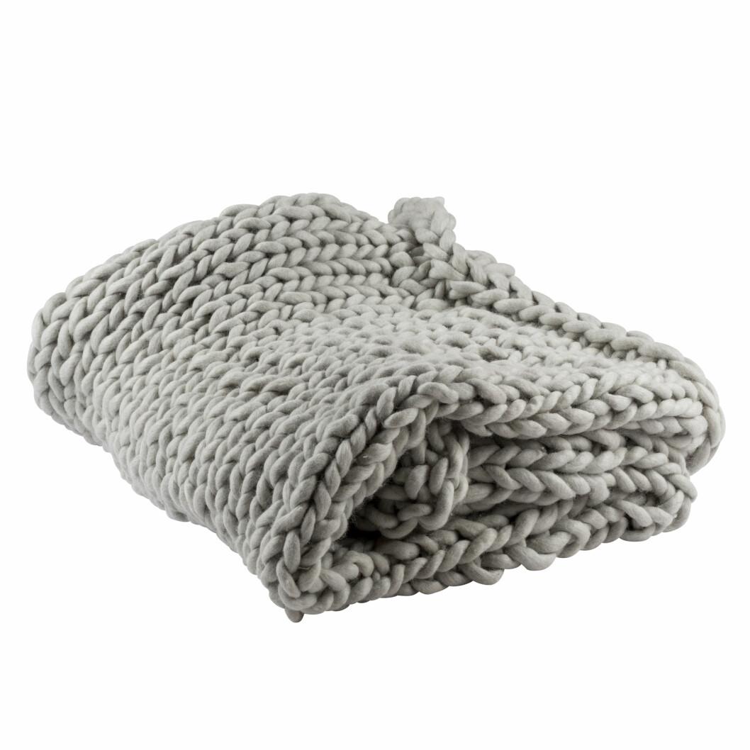 Pledd fra Kremmerhuset |1999,-| https://kremmerhuset.no/tekstil/pledd/giant-knit-pledd-gra