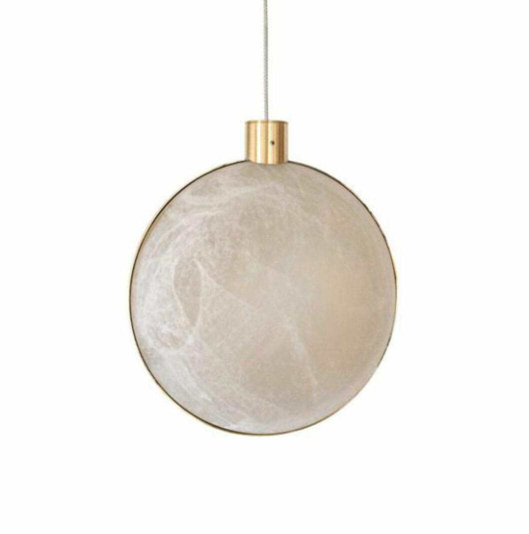 Lampe fra DCW |8200,-| https://www.eskeinterior.no/produkt/lune-taklampe/