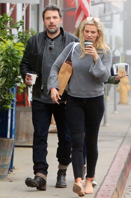 BRUDD: Ben Affleck og Lindsay Shookus var et par i omtrent ett år før de nylig skal ha gått hver til sitt. Her avildet sammen i januar. Foto: NTB Scanpix