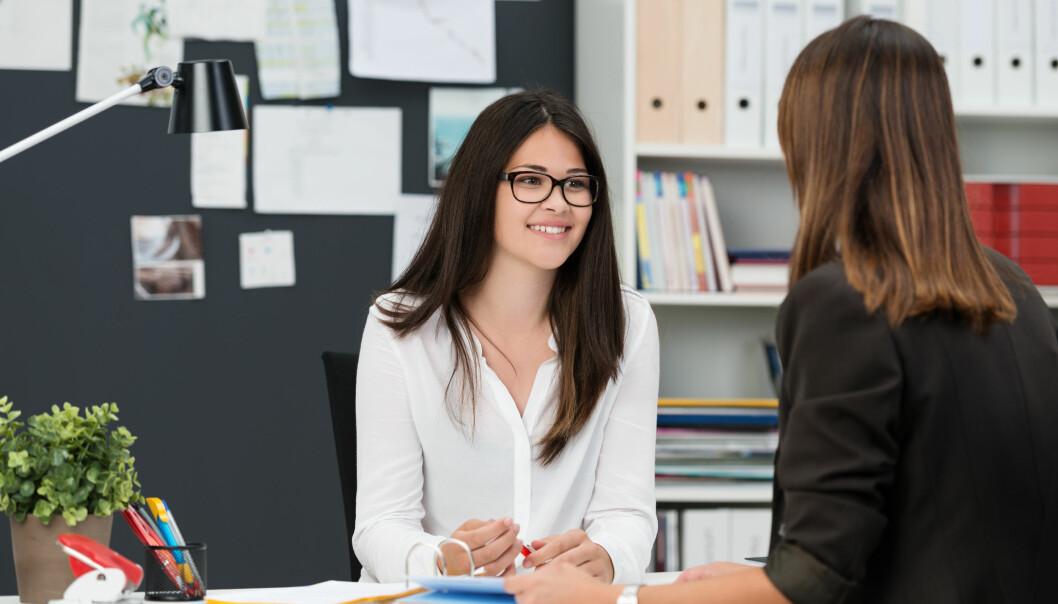 GODT FORHOLD: Har du og sjefen en god relasjon vil du ofte møte forståelse for at du søker andre utfordringer, men det er ikke alltid det er lurt å fortelle. FOTO: NTB Scanpix