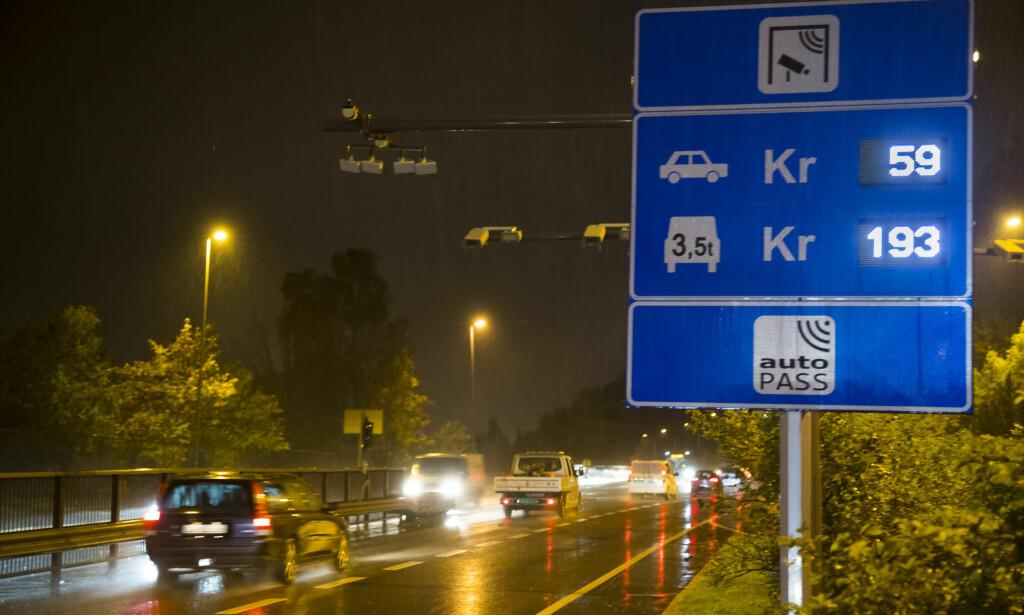 DYR TUR: Det er dyrt å kjøre gjennom hovedstaden, fra Sandvika på vei til Otta. Dessuten må må du plusse på et par hundre kroner for nye bommer som kommer ... i tillegg til de 700 kronene det koster i dag. Foto: NTB Scanpix