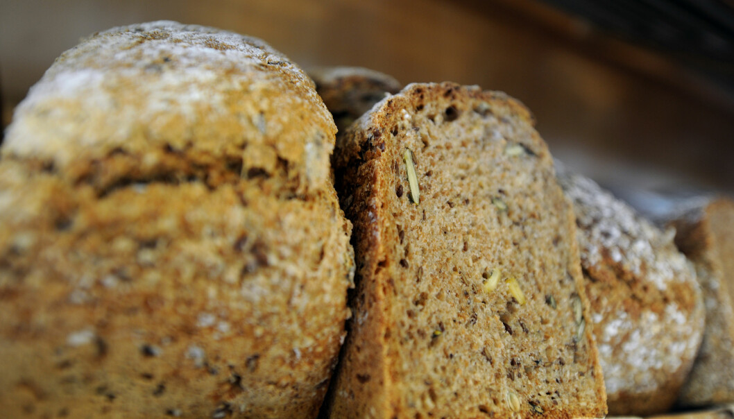 <strong>GROVT BRØD:</strong> Fullkorn, som man finner i blant annet grovt brød, er kreftforebyggende og kan redusere overvekt. Foto: Scanpix