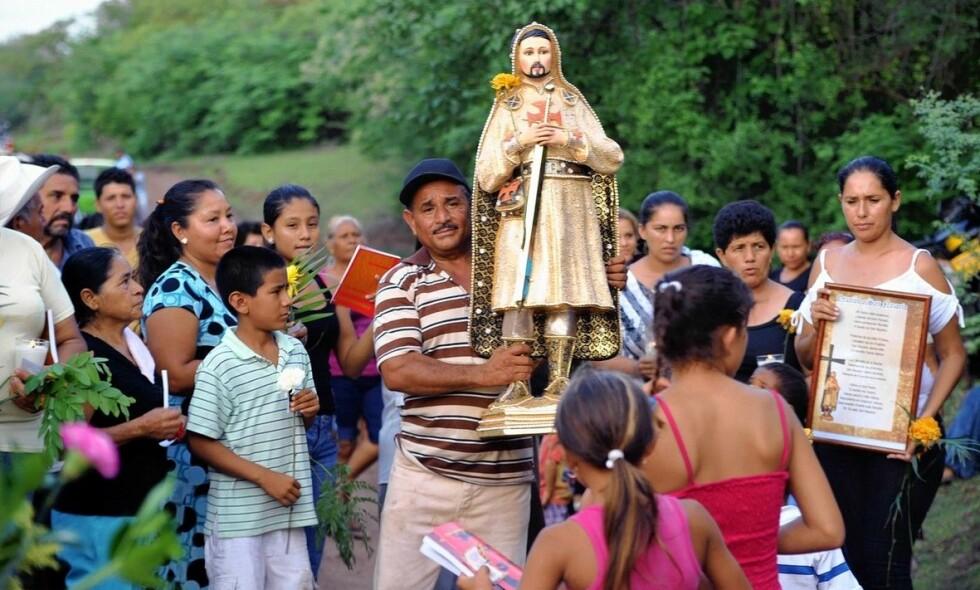 LEVENDE DØD: Selv om myndighetene påstod han var død, levde Nazario videre som helgen i hjemstaten Michoacán. Foto: Francisco Castellanos
