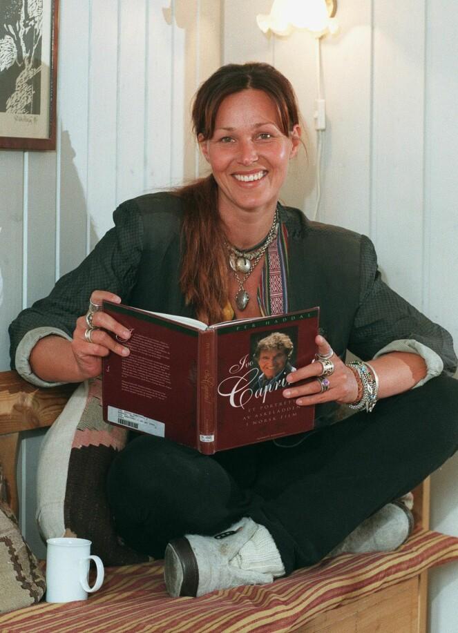 TV-DRONNING: Dorthe Skappel, her fotografert i 1998, har ledet «God kveld Norge» uavbrutt siden 1997. Hun har i tillegg gjort seg bemerket som Gullruten-programleder, men valgte å gi stafettpinnen videre etter 2012. Foto: NTB scanpix