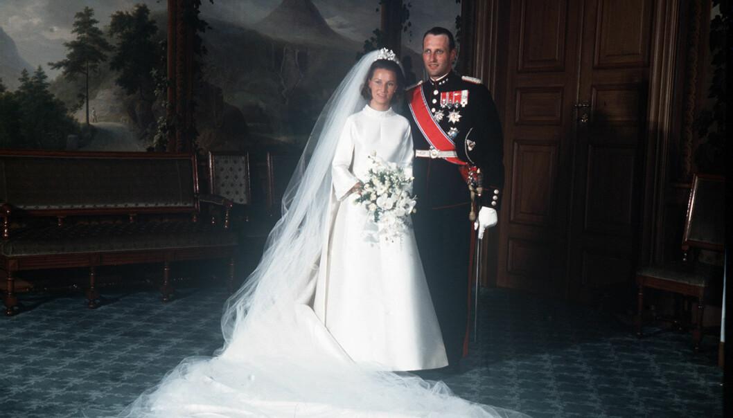 ENDELIG GIFT: Kong Harald og dronning Sonja giftet seg 29. august 1968. Nå feirer de 50 år som mann og kone. Foto: NTB Scanpix