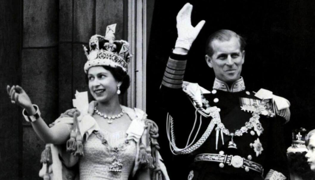 <strong>KRONET:</strong> Dronning Elizabeth og prins Philip på dronningens kroningsdag i 1953. Foto: NTB Scanpix
