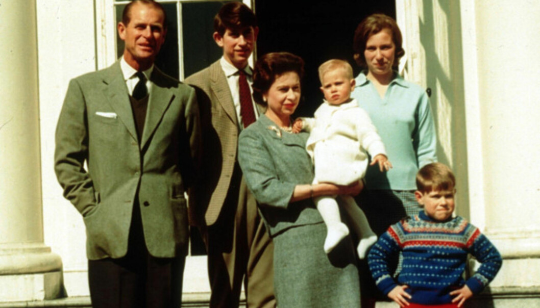<strong>FAMILIE:</strong> Her er familien fotografert i 1965, i anledning dronningens 35-årsdag. I armene bører hun prins Edward, bakerst står prins Charles, prinsesse Anne står til høyre for ham og helt forrest står lille prins Andrew. Foto: PA, NTB scanpix