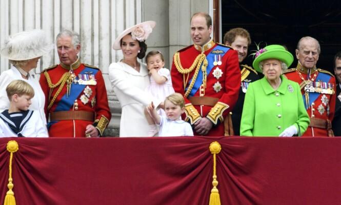<strong>SAMLET:</strong> Her er kongefamilien samlet på slottsbalkongen på Buckingham Palace sommeren 2016. Foto: NTB scanpix