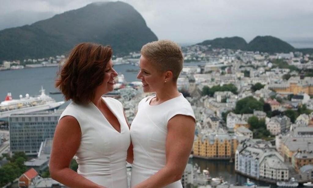 NYGIFT: Louise-Hill Vegsund og Mona Høvset. Foto: Privat