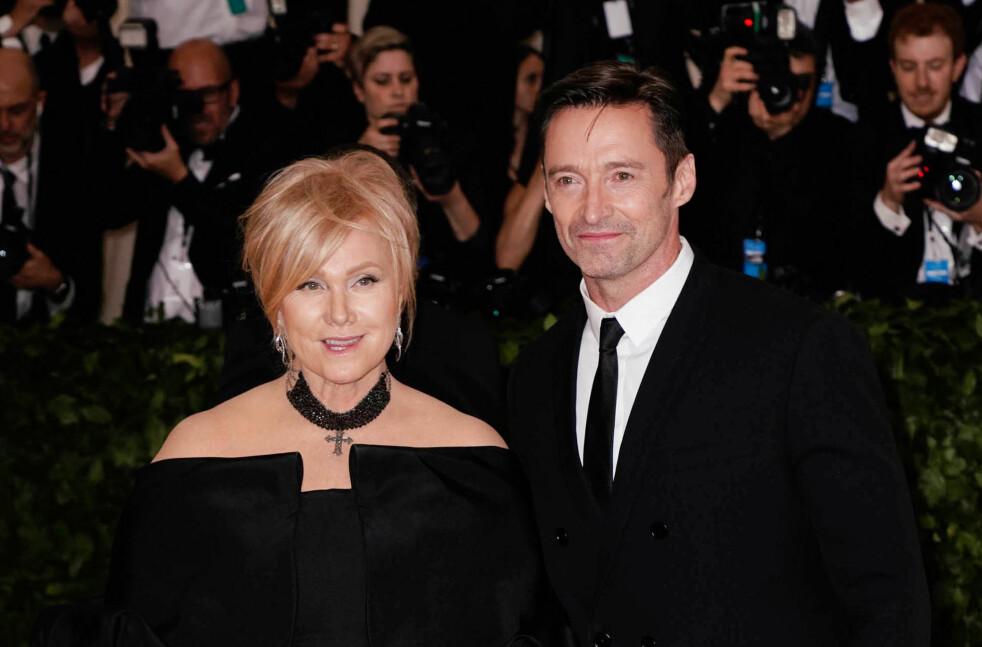 <strong>12 ÅR YNGRE MANN:</strong> Den australske skuespilleren og filmprodusenten, Deborra-Lee Furness (62), har vært gift med den kjente, australske skuespilleren Hugh Jackman (49) siden 1996. De har også to barn sammen. Foto: Scanpix.