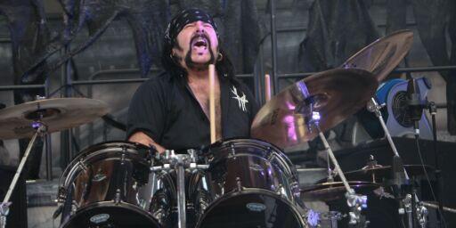 image: Metal-trommis døde av hjertefeil
