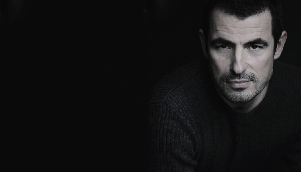 CLAES BANG:Claes Bang spiller i filmen «The Girl in the Spider's Web», som er basert på fjerde bok i Millenium-serien om hackeren Lisbeth Salander og journalisten Mikael Blomkvist. FOTO: Lis Kasper Bang