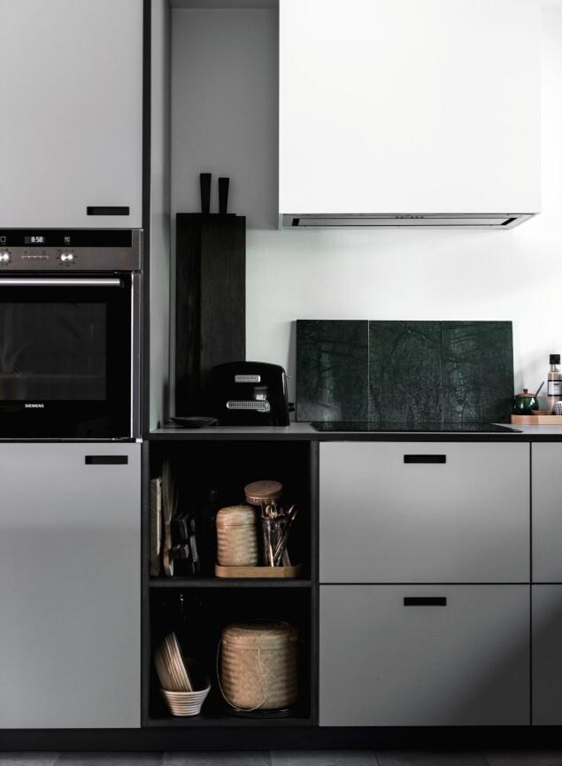 Med et kjøkken fra danske &Shufl, som produserer fronter til Ikea-kjøkkenet, er det mulig å velge blant mange farger og materialer og dermed skape et personlig kjøkken ut av enkle elementer fra Ikea. FOTO: Benjamin Lee Rønning Lassen