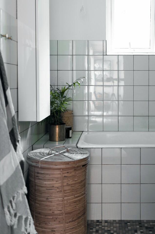 Det gamle badet er oppdatert på en enkel og billig måte. FOTO: Benjamin Lee Rønning Lassen