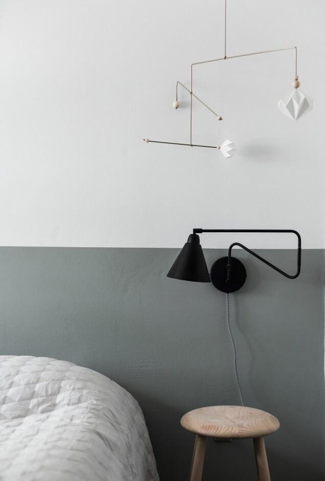 Mal en halv vegg og få illusjonen av en sengegavl. Veggen er malt med fargen Minty Breeze fra Jotun. FOTO: Benjamin Lee Rønning Lassen
