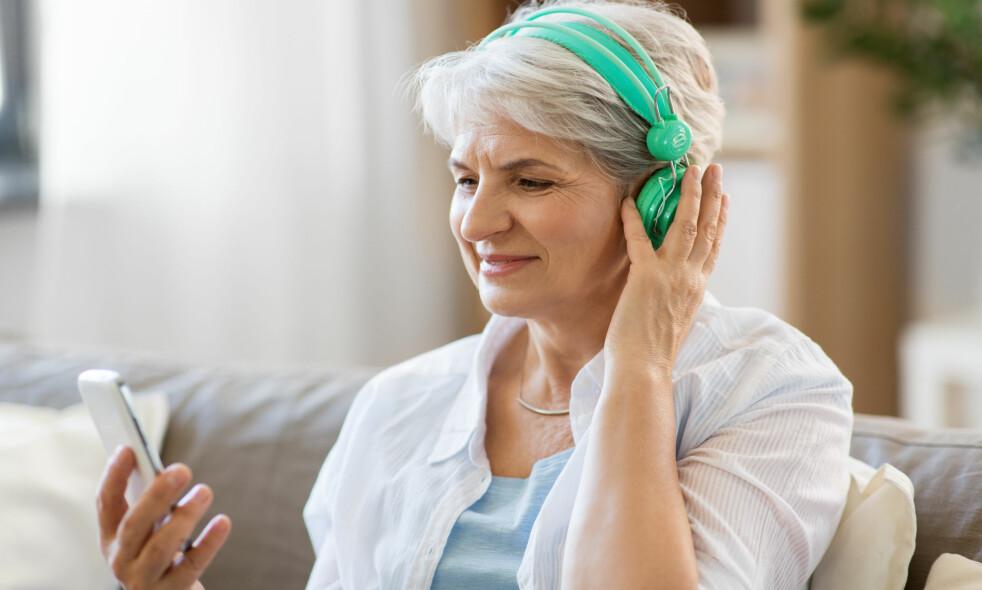 <strong>LYDBOK:</strong> En god lydbok kan du høre på når som helst. Lenger nede i artikkelen får du noen gode anbefalinger. Foto: Scanpix.