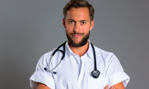 SKEPTISK: Lege Nils Petter Sørung er bekymret for deltakerne i realityserien. Foto: Who Dares