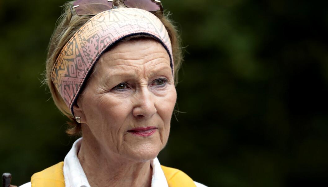 <strong>TUNGE STUNDER:</strong> Dronning Sonja har opplevd flere tragedier gjennom livet. Her avbildet på skogstur i 2017. Foto: Lise Åserud / NTB scanpix