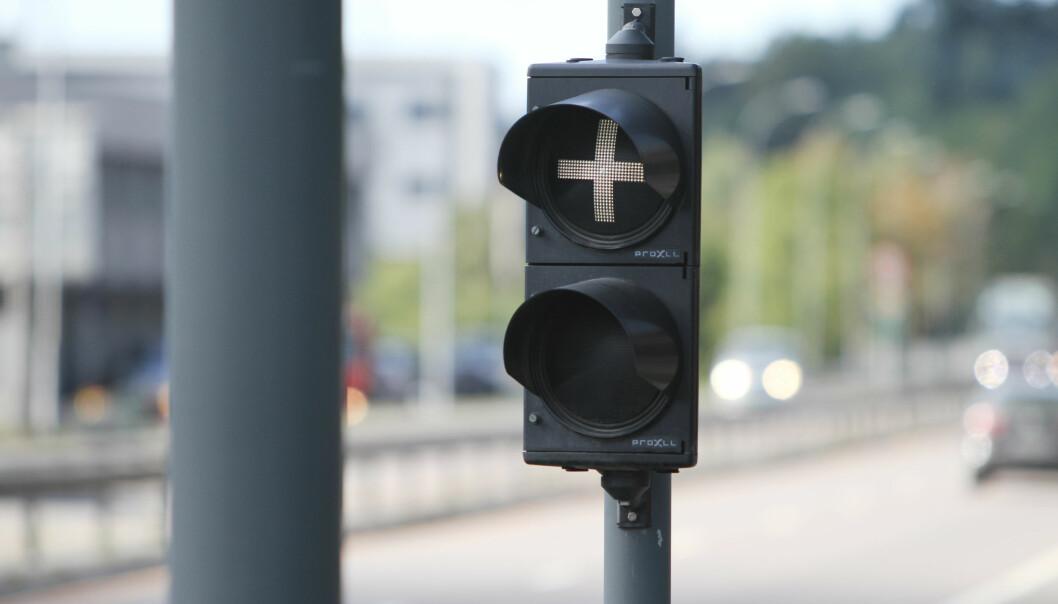 LYSSIGNAL: Har du stusset på hvorfor det noen ganger lyser hvitt, og ikke grønt, når du passerer bommen? Foto: Rune Nesheim