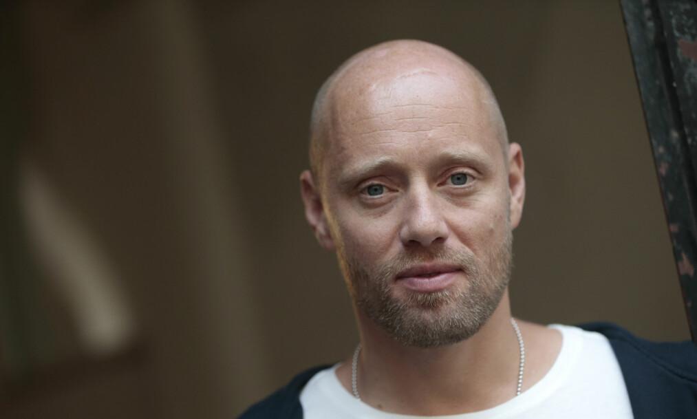 BRAKK KRAGEBEINET: Aksel Hennie ble fraktet rett til sykehus etter at han veltet på motorsykkel under filminnspilling. Foto: NTB Scanpix