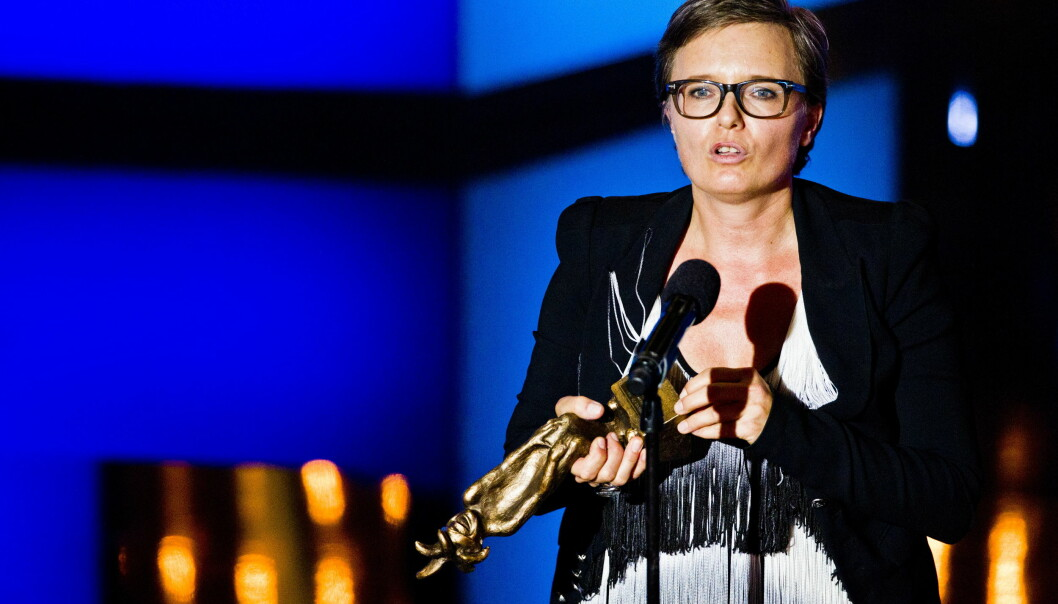 <strong>TØFF:</strong> Ingrid Bjørnov har en lang karriere bak seg. Her mottar hun Komiprisen 2013 i kategorien «Beste kvinnelige artist, revy og komedie». Foto: Vegard Grøtt / NTB scanpix