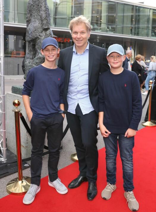<strong>PÅ RØD LØPER:</strong> Espen Eckbo og sønnene. Foto: Andreas Fadum / Se og Hør