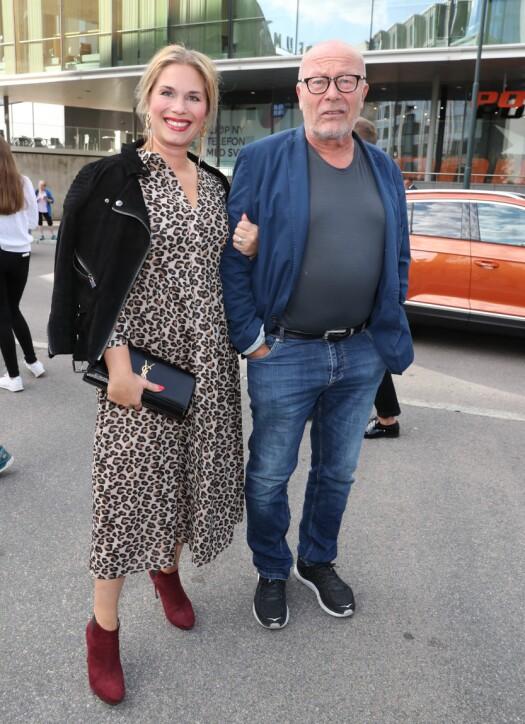 <strong>PÅ RØD LØPER:</strong> Nils Ole Oftebro kom for å se sønnen spille i kinofilmen. Her med datteren. Foto: Andreas Fadum / Se og Hør