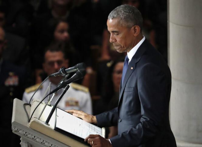 HOLDT TALE: Etter McCains eget ønske var både demokraten Barack Obama og republikaneren George W. Bush blant talerne. Foto: NTB Scanpix