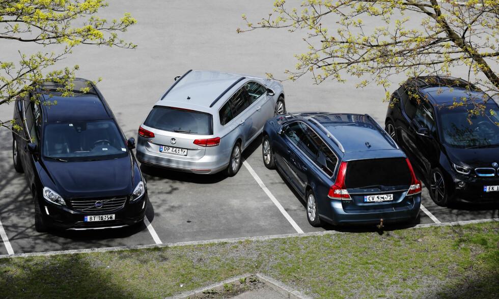 P-PLASS TIL 300.000: En parkeringsplass i de store byene er i dag verdsatt til rundt 300.000 kroner. Kanskje ikke så rart at byggherrene forsøker å presse inn så mange plasser som mulig og overlater problemet til bilistene? Foto: Erik Poppe/NTB Scanpix