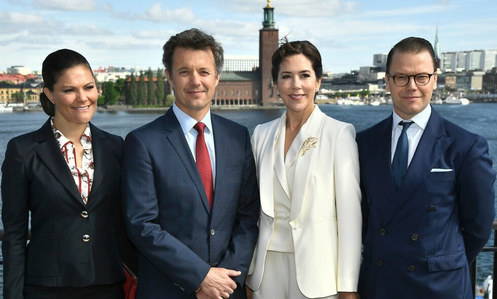 OPERERT: Danske kronprins Frederik ble i går operert for en diskusprolaps. Her er han avbildet med (f.v.) kronprinsesse Victoria av Sverige, kona Mary og Victorias ektemann Daniel i 2017. Foto: AFP / NTB Scanpix