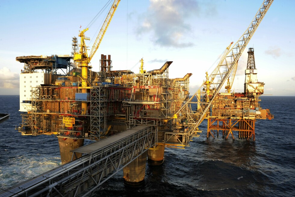 MÅ KUTTE: Når verden skal kutte utslippene mot null i 2050, kan ikke Norge åpne oljefelter som kun er lønnsomme om de får pumpe olje i 2080, skriver Eivind Trædal, forfatter av boka «Det svarte skiftet» og bystyrerepresentant for MDG i Oslo. Foto: NTB Scanpix