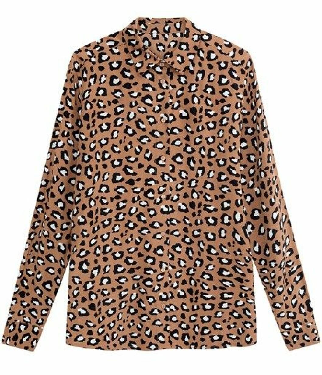 Skjorte fra Kappahl  300,-  https://www.kappahl.com/nn-NO/dame/bluser/monstret-viskosebluse/465153/