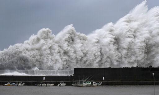 image: Tyfonen Jebi rammer Japan