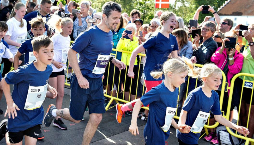 «ROYAL RUN»: I mai feiret kronprinsen bursdagen sin med flere festløp rundt om i Danmark, til tross for at han hadde vondt i ryggen. Det var et lurt trekk, ifølge lege Charlotte Bøving. Foto: NTB Scanpix