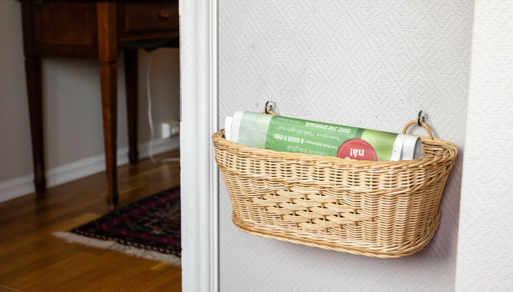 <strong>SIKKERHET:</strong> Blir aviskurvene fulle, sjekker man om alt er som det skal være på innsiden av døren. Foto: Audun Braastad / NTB scanpix