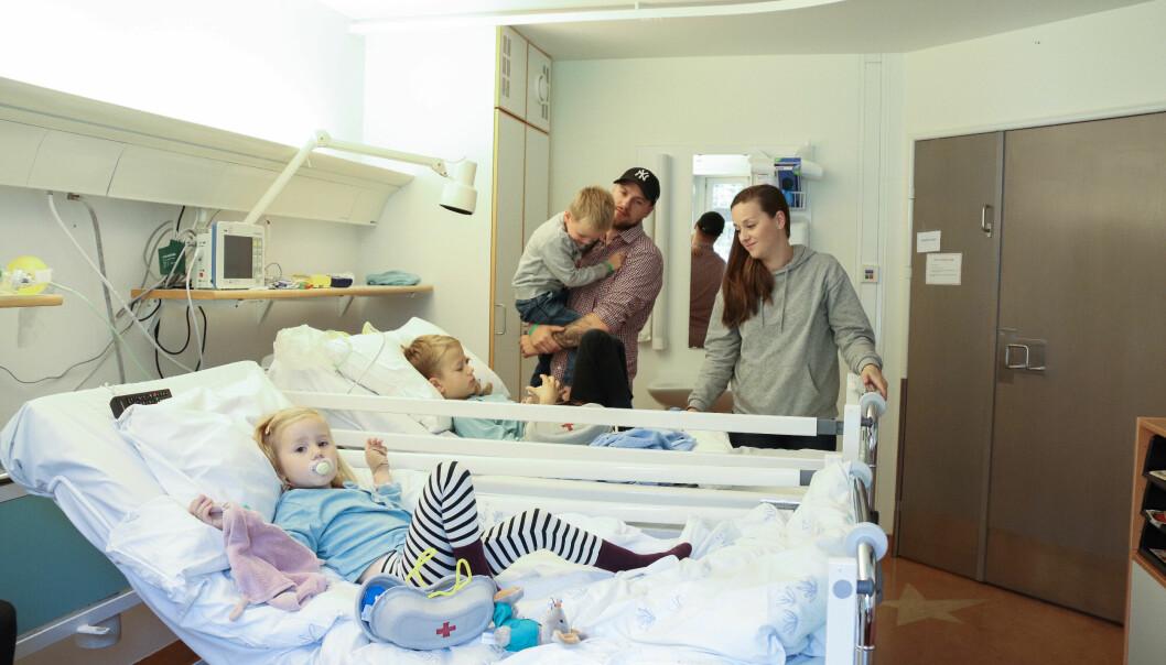 MYE TID PÅ SYKEHUSET: Å være på sykehuset har blitt en del av hverdagen til familien Lindgren. FOTO: Ida Bergersen