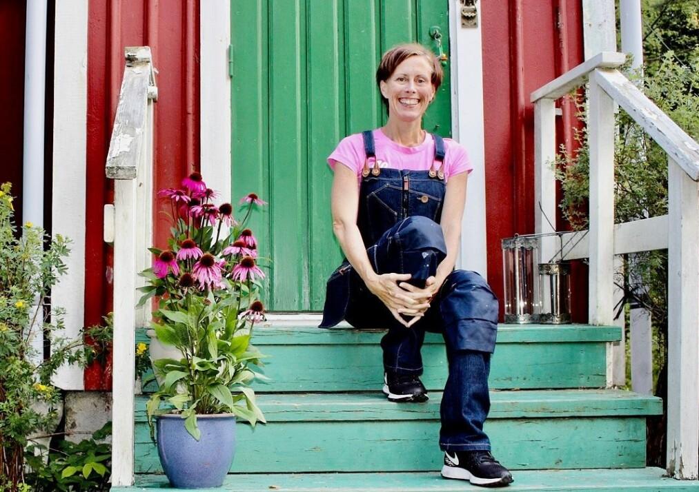 DOWNSHIFTING: Svenske Marie ønsket seg mindre jobb og en høyere livskvalitet, resultatet ble en liten «stuga» på landet. FOTO: Privat