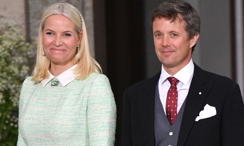 OPERERT: Danmarks kronprins Frederik ble nylig operert for skiveprolaps i ryggen. Kronprinsesse Mette-Marit (t.v.) var igjennom en ligende operasjon, men i nakken, i 2013. Foto: Tim Rooke/REX/Shutterstock/ NTB scanpix