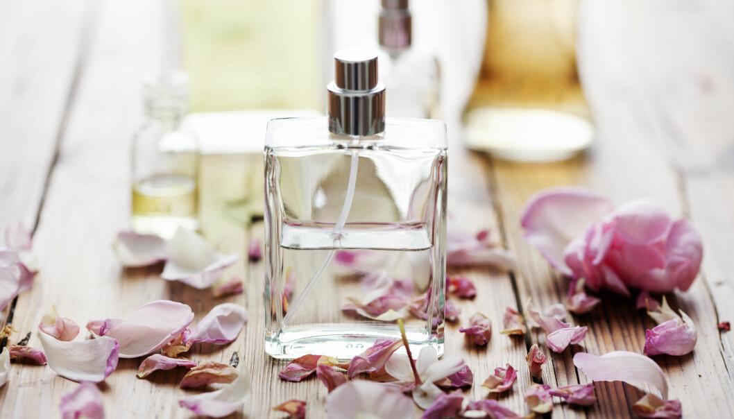 DIN PERSONLIGE PARFYME: Parfyme har alltid understreket en personlighet, men du kan også bruke duft til å skape den personen du ønsker å være.   FOTO: NTB Scanpix