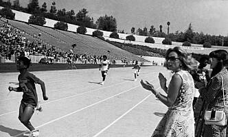 <strong>SPECIAL OLYMPICS:</strong> Ethel Kennedy, enken etter Robert Kennedy, heier under Special Olympics, for i 1972. Special Olymics er en verdensomspennende iderttsbevegelse for psykisk utviklingsdhemmede og ble grunnlagt av Rosemarys søster Eunice i 1968.