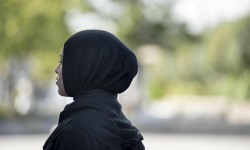STERT PRESS: - Kvinnen jeg snakker med mener at man respekterer hodeplagget mer enn mennesket, skriver Amal Aden. Foto: Carina Johansen / NTB Scanpix