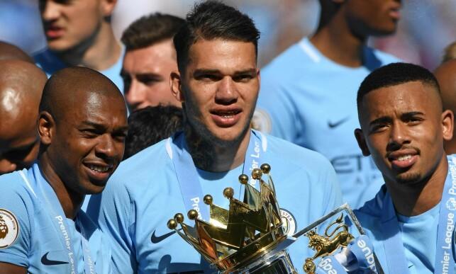 HAR HATT SUKESS: Manchester City har flere braislianere i stallen, blant andre Fernandinho (t.v.), Ederson (i midten) og Gabriel Jesus. Foto: AFP PHOTO / Paul ELLIS / NTB Scanpix