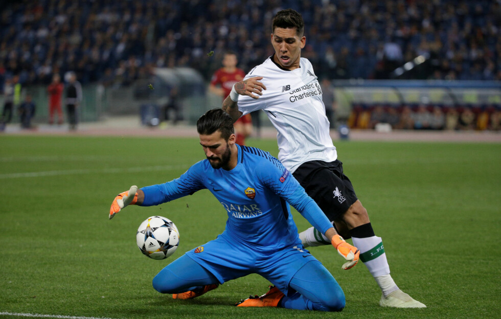 HAR BLITT LAGKAMERATER: Liverpools Roberto Firmino og keeper Alisson Becker. Foto: REUTERS/Max Rossi/NTB Scanpix