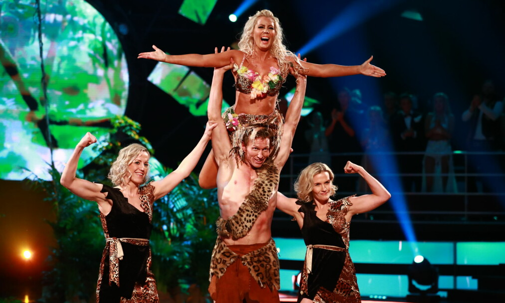 <strong>TRIPPEL LØKE:</strong> Frank Løke hadde med seg søstrene Heidi og Lise på «Skal vi danse»-parketten. Her med Franks dansepartner Tone Jacobsen. Foto: TV 2