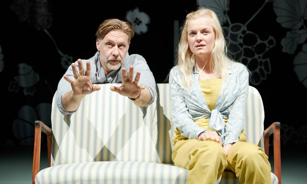 FANTASILEK: Mads Ousdal som Halvard Solness og Mariann Hole som Hilde Wangel. Foto: Øyvind Eide, Nationaltheatret