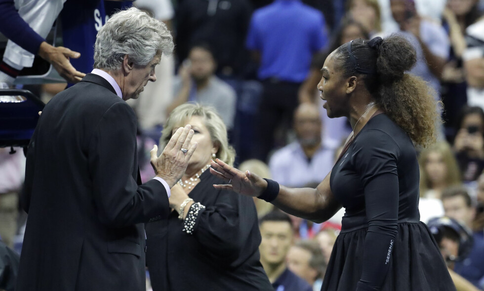 TYV: Tennisstjernen Serena Williams fikk poengstraff, kalte dommeren en tyv og var så sint at hun gråt da 20 år gamle Naomi Osaka fra Japan vant US Open. FOTO: NTB Scanpix