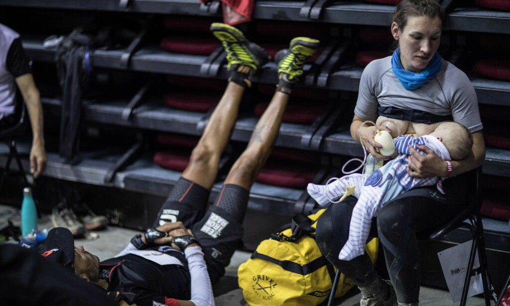 AMMET UNDERVEIS: Sophie Power ble mor for tre måneder siden. Men det hindret henne ikke i å fullføre det 170 kilometer (!) lange ultramaratonet. Foto: AFP / Mons Prod pour Strava / Alexis Berg