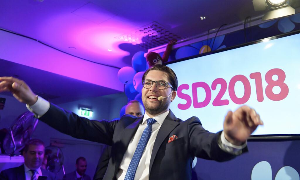 OMSTRIDT: Sverigedemokraternas partileder Jimmie Åkesson (SD) taler under Sverigedemokraternas valvake. Foto: Anders Wiklund / TT