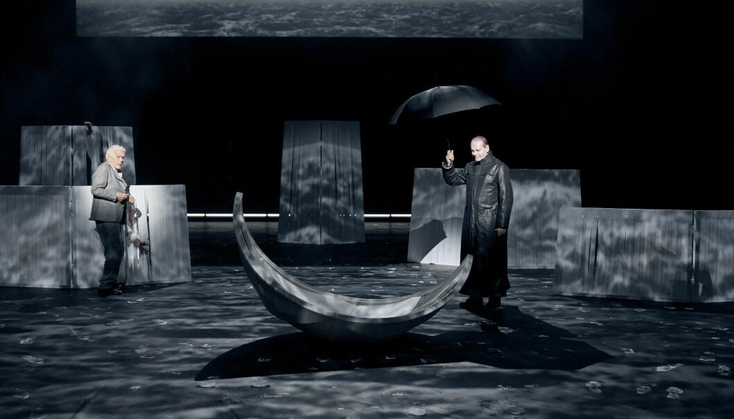 OPPGJØR: Toralv Maurstad og Svein Tindberg som Peer og Knappestøperen i «Peer Gynt». Foto: Stig Håvard Dirdal, Det Norske Teatret
