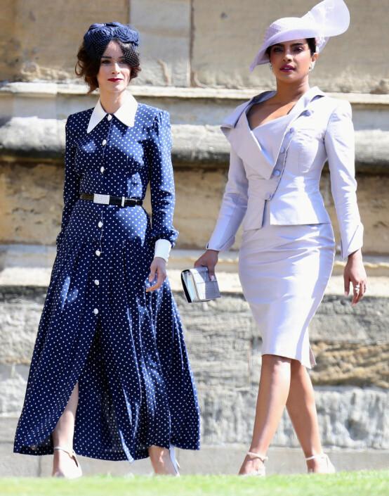 <strong>BRYLLUPSGJEST:</strong> Priyanka var blant gjestene da venninnen Meghan giftet seg med prins Harry i mai. Her med Abigail Spencer. Foto: NTB Scanpix
